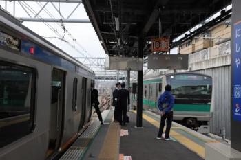 2019年12月26日 10時50分ころ。西谷。相鉄線内列車の到着後、E233系の埼京線直通列車が到着。