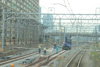2019年12月26日 11時半ころ。新鶴見信号所?。線路工事中の相鉄直通ルートと横須賀線との合流地点付近。