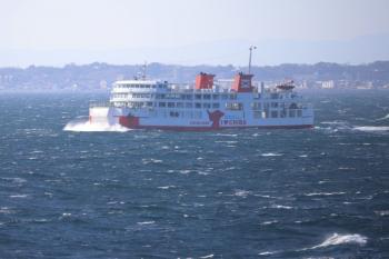 2019年12月31日 13時36分ころ。久里浜ゆき船内から見た浜金谷ゆき。