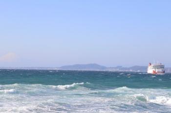 2019年12月31日 12時48分ころ。浜金谷。久里浜から到着するフェリー。