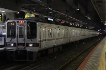 2019年12月31日 6時1分ころ。池袋。JR山手線ホームから見た30000系の東上線上り列車。