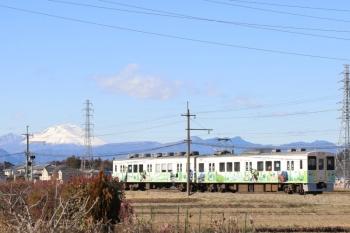 2020年1月1日 12時25分ころ。西吉井〜吉井。下仁田ジオパーク車体広告のクモハ702ほかの高崎ゆき。