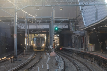 2020年1月2日 15時41分ころ。飯田橋。緩行線の西行列車の車内から。