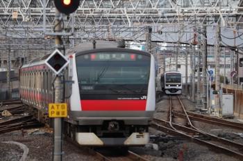 2020年1月2日 14時35分ころ。蘇我。E233系の東京ゆき快速(手前)とE209系の木更津ゆき。