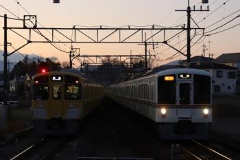 2010年1月3日。元加治。4013F+4021Fの2002レ。3分ほどの遅れ。左は2091Fのいつもある下り回送列車。