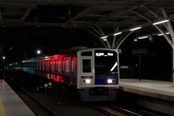 2020年1月4日。石神井公園。6115Fの6501レ。右側のビルの赤い電飾は消えてしまいました。