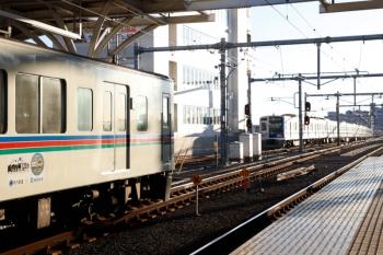 2020年1月5日。石神井公園。右奥が3402レ。6117F のはず。4001F+4011Fの上り回送列車を追い抜きました。