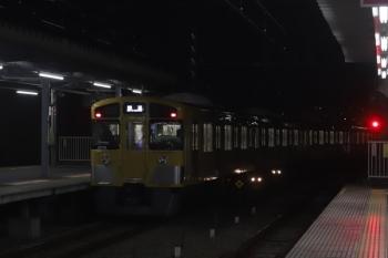 2020年1月6日 5時53分ころ。保谷。2番ホームから24番線へ入る2077Fの回送列車。