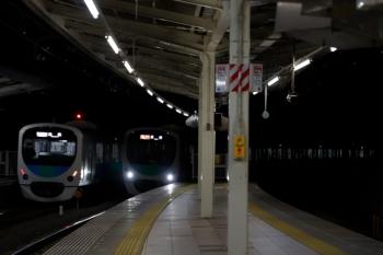 2010年1月11日。入間市。38109Fの1002レ(左)と38111Fの2149レ。