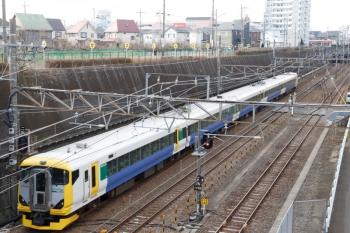 2020年1月12日 8時42分ころ。新秋津。E257系500番代の5両編成が南へ向かいました。