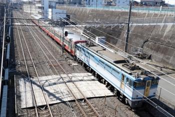 2020年1月19日 12時28分ころ。新秋津。EF65-2127+西武1253Fの貨物列車が到着。