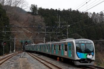 2020年1月26日 9時33分ころ。芦ケ久保。側線へ到着する40103Fの上り回送列車。