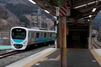 2020年1月26日 9時53分ころ。芦ケ久保。側線へ到着する38105Fの下り回送列車。