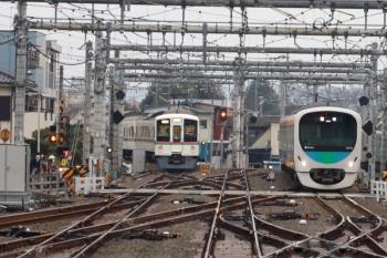 2020年1月26日 7時28分ころ。飯能。4019Fの下り回送列車(左)と38103Fの下り回送列車。