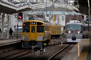 2020年1月26日 15時45分ころ。清瀬。2番ホームから発車した2091Fの上り回送列車(左)と10110F(50周年)の21レ。