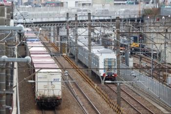 2020年1月26日 12時5分ころ。新秋津。輸送途中の西武40152F。飯能方の5両だけ小手指車両基地へ搬入され、残っている池袋方の5両(右奥)。