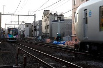 2020年2月1日。池袋〜椎名町。40103F(コウペン)の2108レ(左)と001系の3レ。