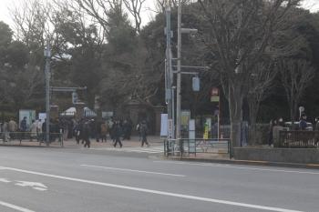 2020年2月7日。目白駅近くの学習院大学の門前。