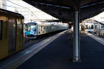 2020年2月9日 7時7分ころ。狭山ケ丘。左から、9102Fの4107レ、電留線で帯泊だった40151F、4013F+4015Fの上り回送列車。