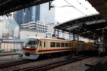 2020年2月13日 7時49分ころ。池袋。椎名町駅方の電留線から、5707レ発車後の7番ホームをを通り特急ホームへ向かう10105F。