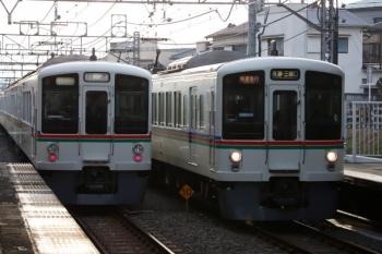2020年2月15日。秋津。4007F+4021Fの1001レ(右)と4017F+4015Fの上り回送列車。