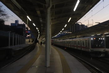 2020年2月18日。入間市。4番ホームを通過する東急4018Fの54K運用の上り回送列車。清瀬まで回送されます。