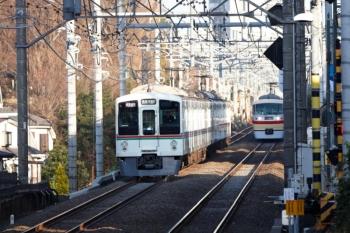2020年2月23日。東久留米。清瀬駅へ向かう4015F+4001Fの1001レ(左)と、10105Fの66レ。