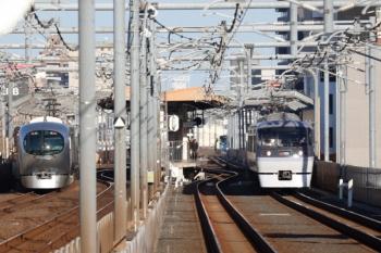2020年2月23日。富士見台駅から撮影。左が001系の78レ、右が10109Fの23レ。