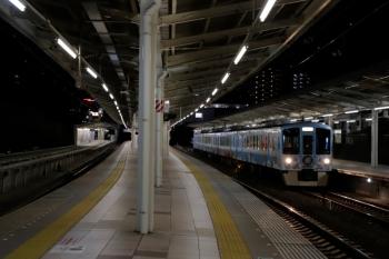 2020年2月23日 18時59分。入間市。4009Fの上り列車が4番ホームを通過。