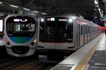 2020年2月23日。所沢。38103Fの1002レ(左)と東急4108Fの4855レ。