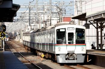 2020年2月24日 7時58分ころ。椎名町。4015F+4001Fの上り回送列車。左奥に10110Fの下り回送列車(66レの折り返し)が見えてます。