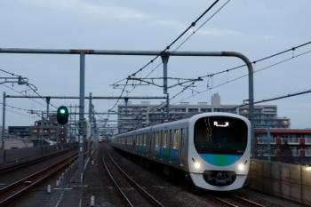 2020年2月29日 6時10分ころ。中村橋。38104Fの上り回送列車が通過。