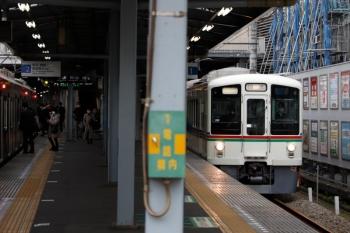2020年2月29日。大泉学園。4013F+4007Fの上り回送列車。左は東急4109Fの4853レ。
