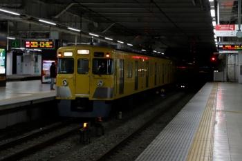 2020年2月29日 5時30分ころ。所沢。2番ホームを通過した2403F+2081Fの上り回送列車。