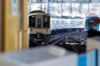 2020年3月1日。池袋。発車した4023F+4021Fの1003レ(左)と電留線で寝てる40102F。