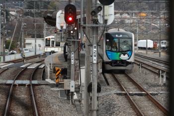 2020年3月1日 16時57分ころ。1番ホームに停車中は2054レだった4021F(左)。右の40103Fの回送列車は、2004レが到着するとすぐに西武秩父へ発車しました。