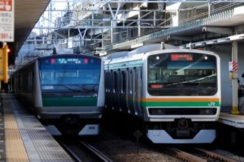 2020年3月3日 8時8分ころ。西大井。湘南新宿ラインの快速(右)と、埼京線の海老名ゆきがすれ違い。