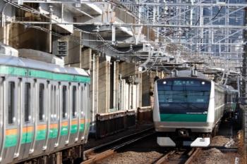 2020年3月3日 8時22分ころ。西大井。東海道新幹線の横を走る海老名ゆきの埼京線E233系と湘南新宿ラインのすれ違い。