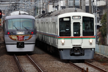 2020年3月7日 7時57分ころ。椎名町。4013F+4001Fの1003レ用の上り送り込み回送列車と、10110Fの66レ折り返しの下り回送列車。