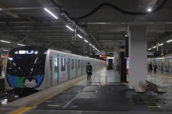 2020年3月10日。所沢。40103F(コウペン)のS-Train 505レが到着。右は6156Fの3711レ。