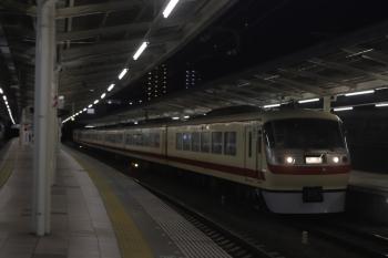 2020年3月13日 23時17分ころ。入間市。47レだった10105Fの上り回送列車が4番ホームを通過。