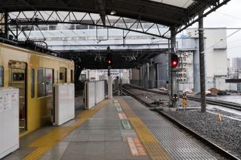 2020年3月14日。池袋。左は2461F+2085Fの2131レ。中央奥に椎名町駅方の電留線で寝ている6113Fが見えます。