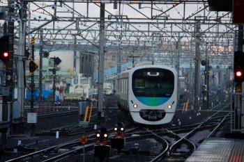 2020年3月15日 6時4分ころ。保谷。4番線から3番ホームへ入線する38110Fの上り回送列車。