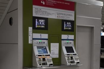 2020年3月17日 5時半ころ。所沢。豊洲ゆきS-Trainの1本目は相変わらず「あと16席」。