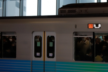 2020年3月23日。石神井公園。38107F+32102Fの2510レ。池袋方の車両。側窓上部が開いています。