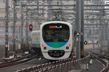 2020年3月23日。石神井公園。12レ通過後に3番ホームを発車し急行線へ入る32105F+38104Fの2512レ。