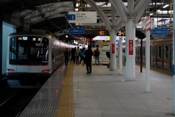 2020年3月23日。石神井公園。東急5156Fの3801レ。右は東急4103Fの6801レ(54K運用)。
