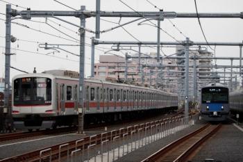 2020年3月23日。石神井公園。4番ホームから発車し緩行線へ転線する東急5151Fの6654レ(20K)。右は20151Fの5711レ、右端は20103Fの2117レ。