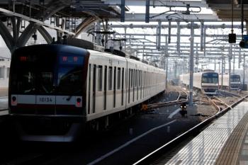 2020年3月23日。石神井公園。左からメトロ10034Fの4521レ、6番線で折り返し待ちの57S運用のメトロ10002F、メトロ10027Fの6422レ。