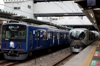 2020年3月31日 10時1分ころ。保谷。20104F(ライオンズ)の4214レと、Y512Fの6656レ発車後に2番ホームへ到着する001-C編成の下り回送列車。